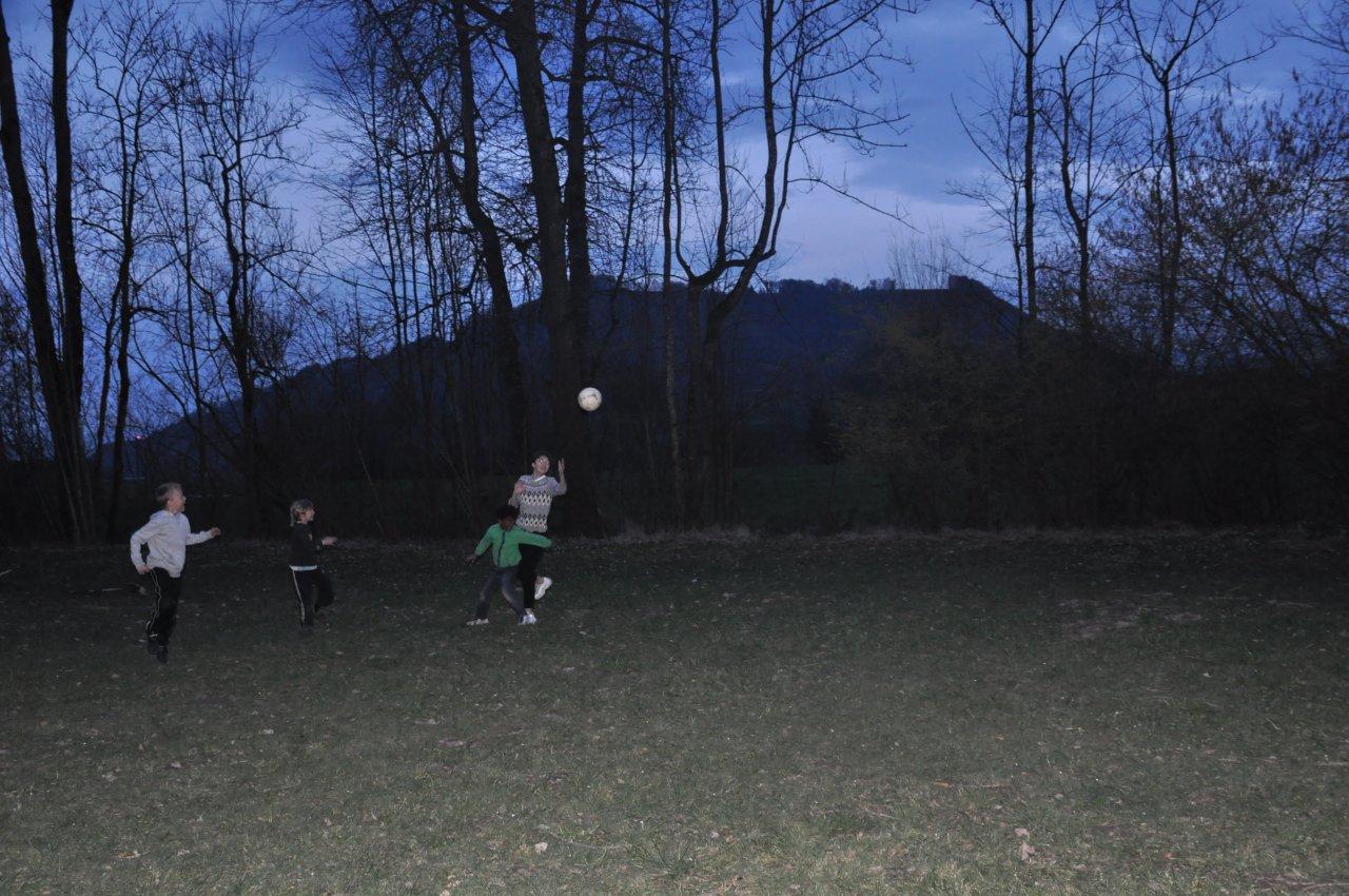 Fussball im Dunkeln